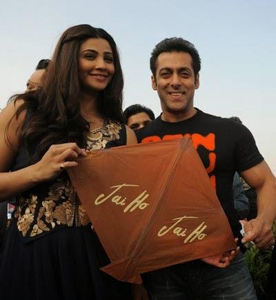 Daisy and Salman promoting Jai Ho with kite