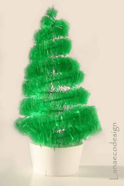 ecofriendly-ecosostenibile-upcycled-recycled-christmas-tree-design
