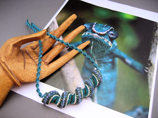 Bead weaving spiral necklace inspired by lizard photo.