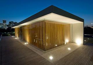 fachada de madera y cemento