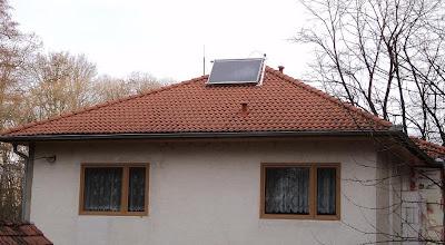 Původní montáž měděného plochého solárního kolektoru.