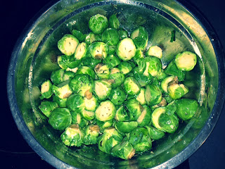 brussel sprouts, making brussel sprouts in the oven, easy brussel sprouts recipes, easy holiday recipes, sweet potatoes in the oven, roasted brussel sprouts and sweet potatoes, roasted red grapes, easy and quick recipes for vegetables, making vegetables in the oven, using grapes in recipes