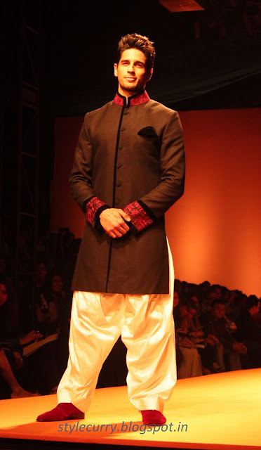 Siddharth Malhotra from Student Of The Year Walked the Ramp for Manish Malhotra at Wills Lifestyle India Fashion Week Autumn Winter '13