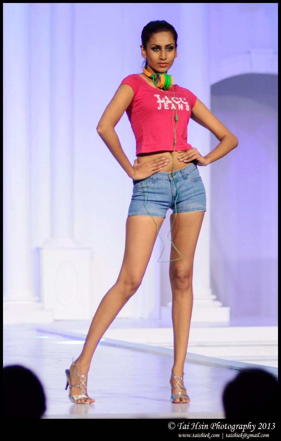 Amanda Silva blue shorts