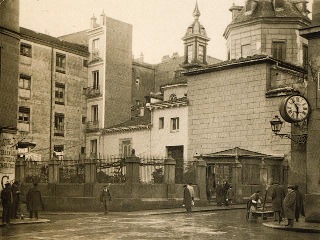 Iglesia San Sebastián , en la calle del mismo nombre esquina a Huertas, Madrid 1920