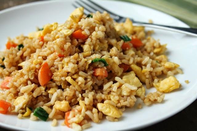 http://recipes.sandhira.com/pork-and-pineapple-fried-rice.html