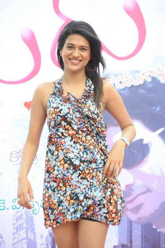 Actress Shraddha Das Cute Stills navel show