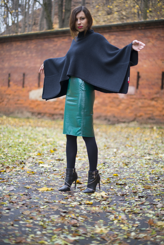 fashion blogger wearing woolen cape