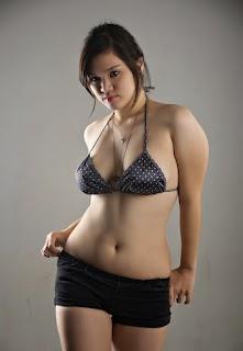 Foto ABG Cewek Cabe-Cabean Jadi Model Seksi Pakai Hot Pants Saja