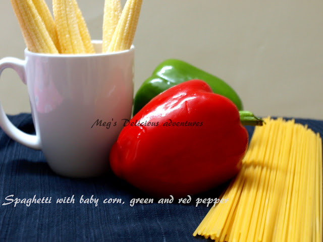 Spaghetti with baby corn, green and red pepper