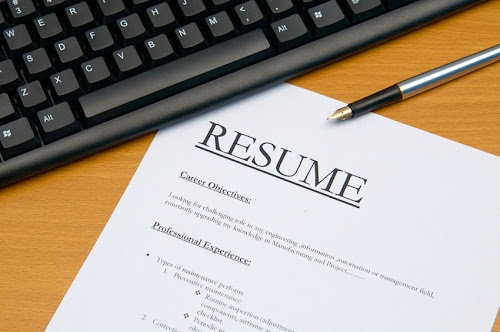 proper photo attachment in a resume