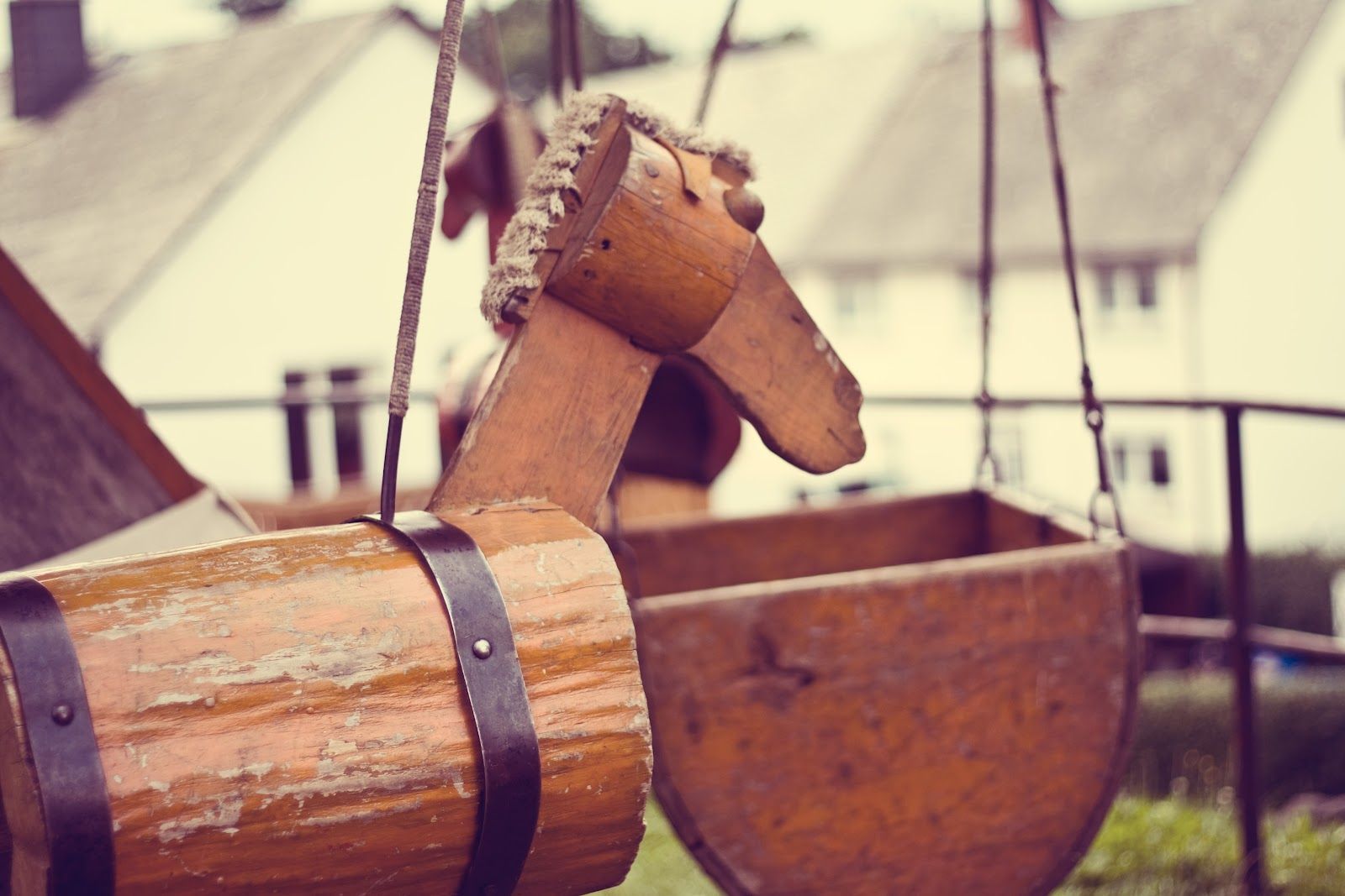 http://4.bp.blogspot.com/-WB0fgyYq45w/UA5oToVJJJI/AAAAAAAAE78/8vaRakBusvM/s1600/Medieval+Merry+Go+Round.jpg
