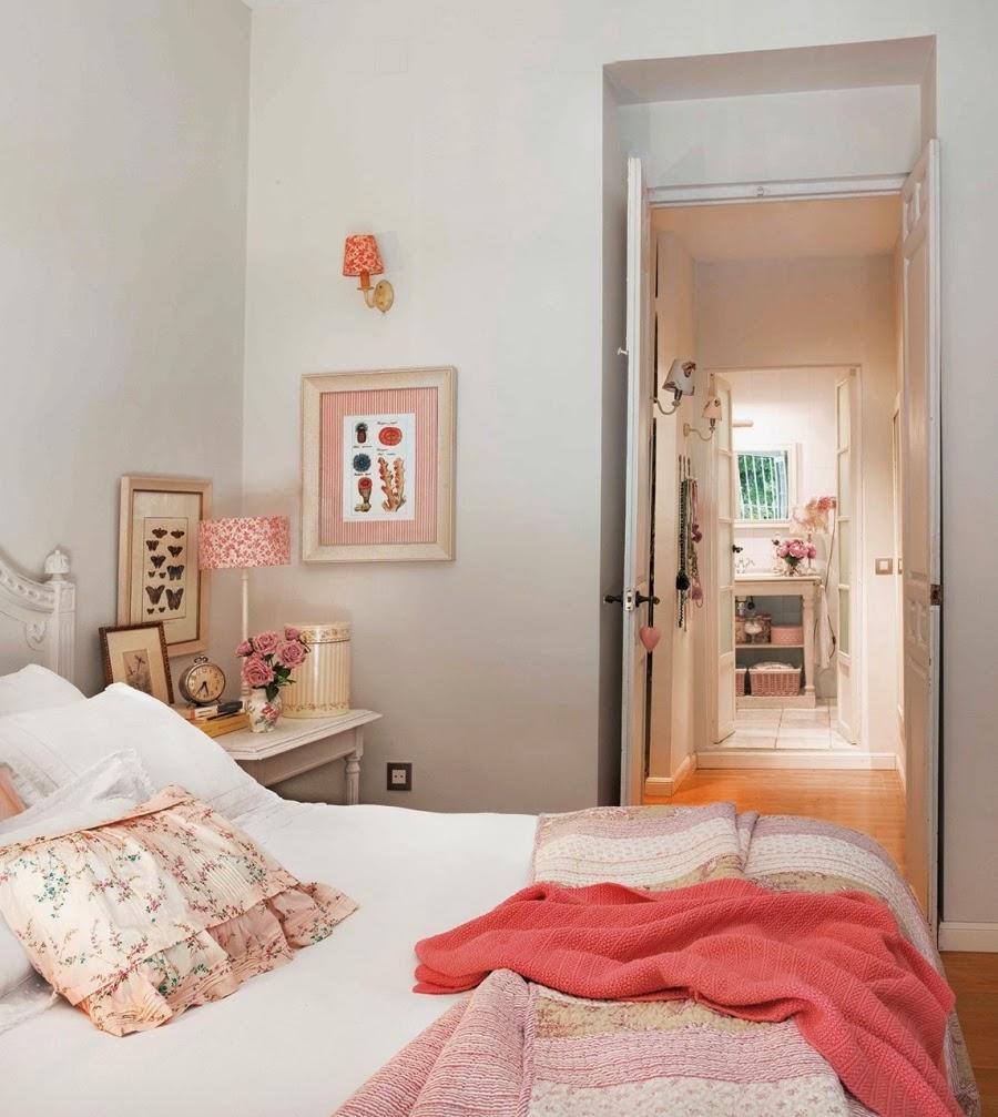 Wystrój wnętrz, home decor, wnętrza, urządzanie mieszkania, styl francuski, jasne wnętrza, róż, pastelowy róż, pastelowe kolory, sypialnia, łóżko, szafa
