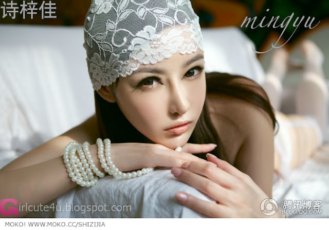 Shi-Zi-Jia-White-Lace-Merrywidow-02-very cute asian girl-girlcute4u.blogspot.com