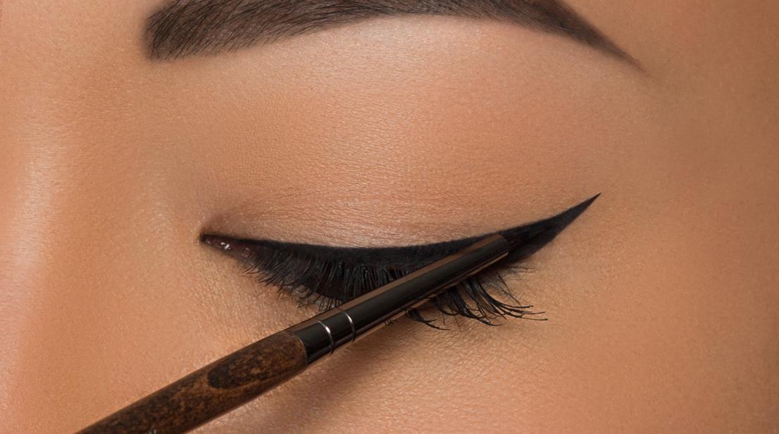 Bien connu L'eyeliner pour les nulles (7 tutos + astuces  MO26