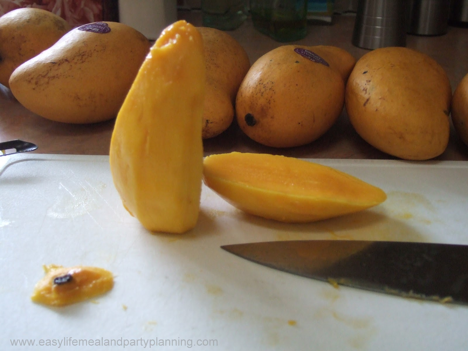 Easy Life Meal And Party Planning: How To Cut And Freeze A Mango
