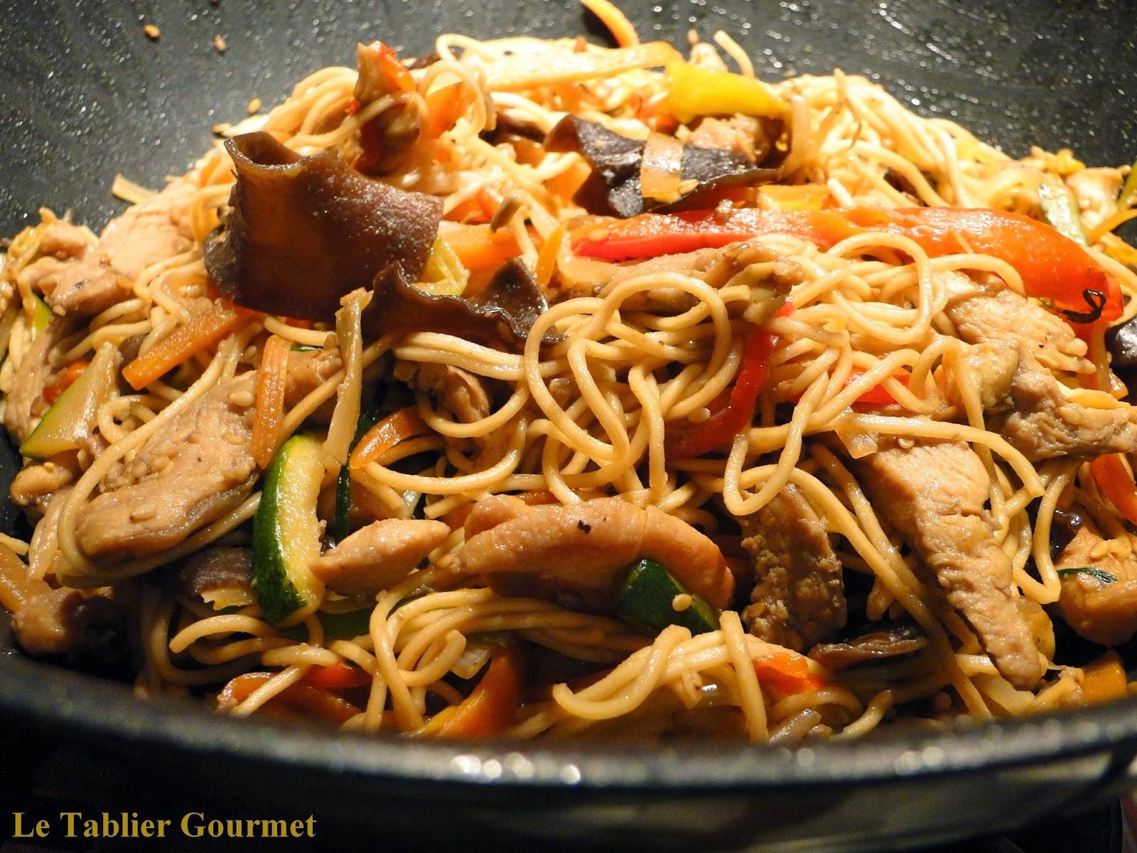 Les nouilles sautées asiatiques aux légumes
