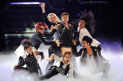 Justin-Bieber-performs-Boyfriend-on-The-Voice
