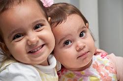 Isabela e sua irmanzinha Juliana