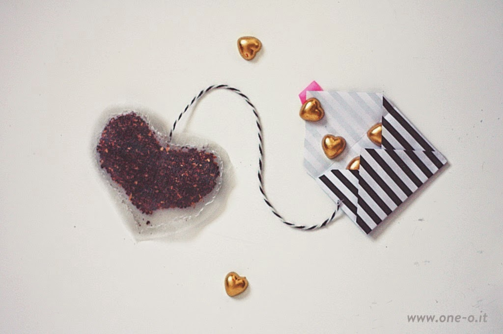 http://www.one-o.it/diy-heart-tea-bags-envelope/#.VNYJuy4qong