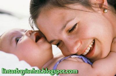 Manfaat Pelukan Ibu untuk si Buah Hati