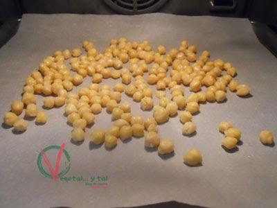 Asar los garbanzos cocidos 10 minutos.