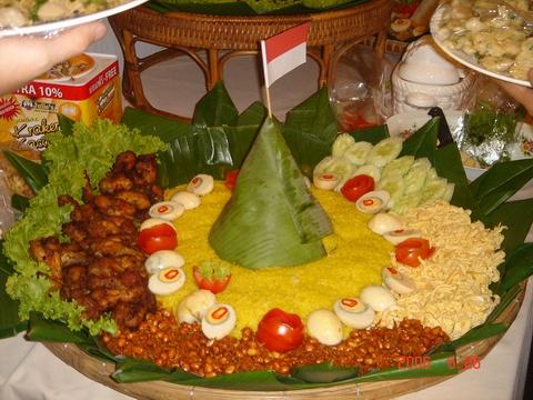 nasi tumpeng kuning hari kemerdekaan bundakata