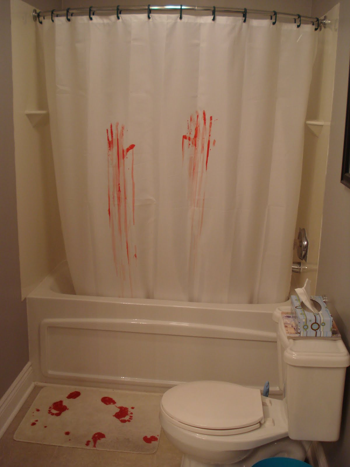 Devl design psycho bathroom redux a grim failure for Psycho shower curtain and bath mat