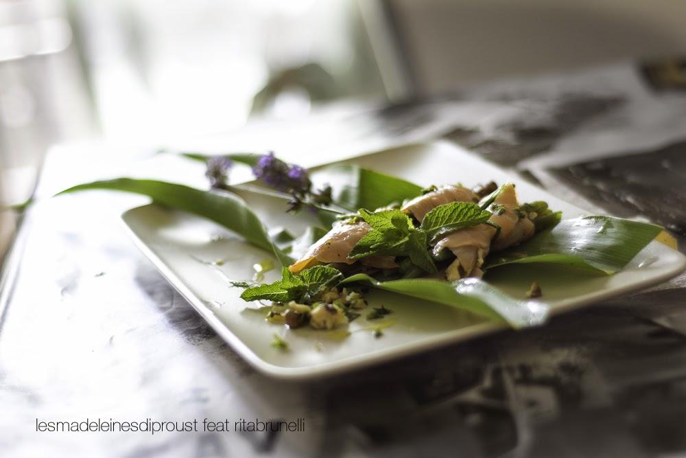 fagottini di salmone affumicato con fagiolini  e erbe aromatiche
