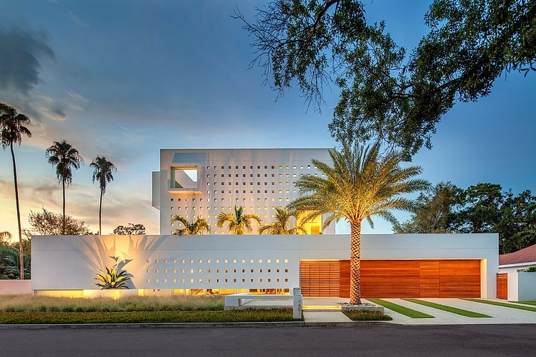 Spencer House by Guy Peterson from Office for Architecture, Florida at sunset