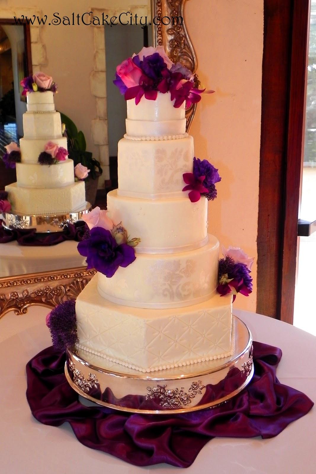 Images Of Round Wedding Cake : Salt Cake City: Round & Hexagon Wedding Cake