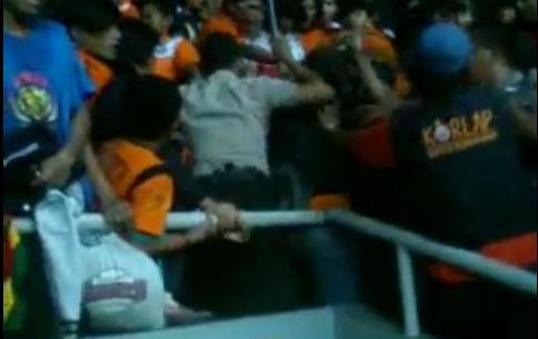 Video Kerusuhan Suporter Persib VS Persija 27 Mei 2012