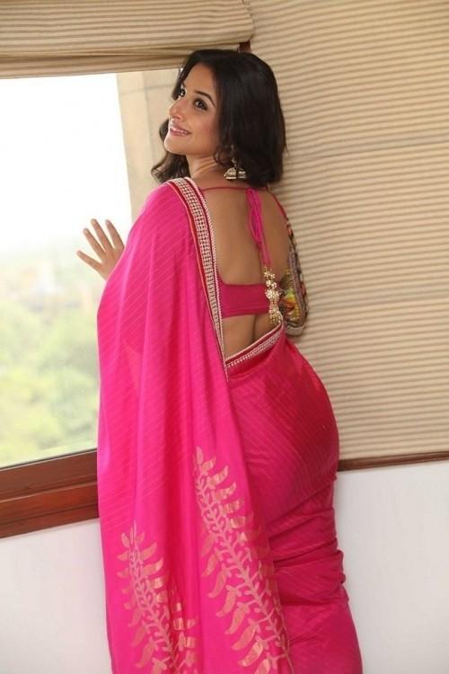 Vidyabalan-Latest-Stills-in-Saree
