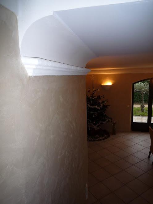 Moulure au plafond en plâtre fait main à la demande