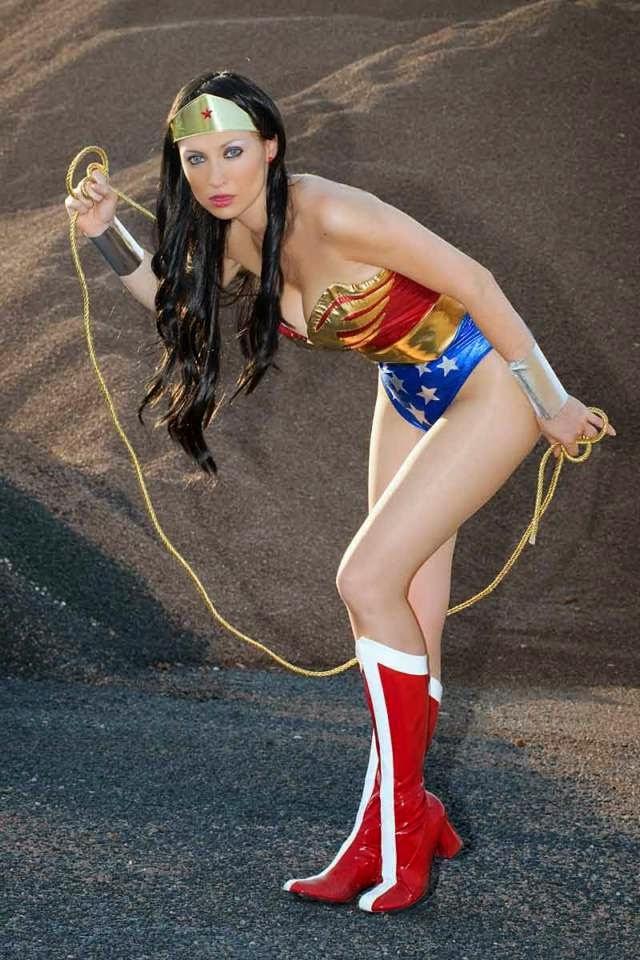 The Best Cosplay Of Wonder Woman - Los mejores disfraces de la Mujer Maravilla