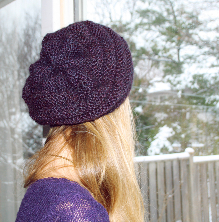 Beret Knitting Pattern Easy : Prints & Needles: Slouchy Knit Beret >> Free Knitting Pattern