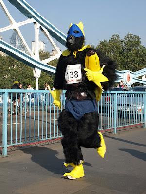 "<img src=""http://www.estoyenlondres.com"" alt=""Estoy en Londres - Gorilla Run"" />"
