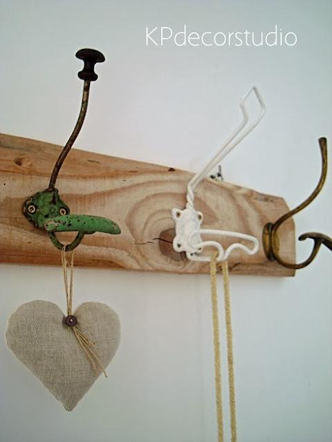 Tienda online de decoración. Percheros artesanales de madera