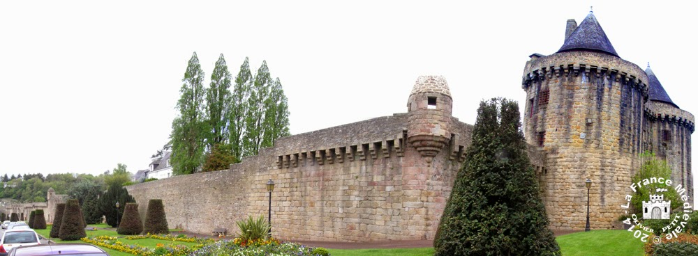 HENNEBONT (56) - La Porte de Broërech et les remparts