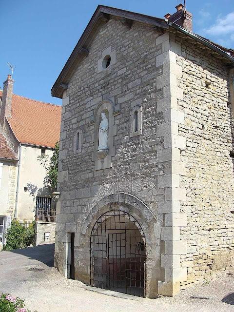 A fonte de Santa Reine, Alise, Borgonha