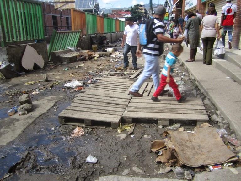 Luego de 16 años de revolución Caracas y la Guaria lucen muy mal  IMG_9480