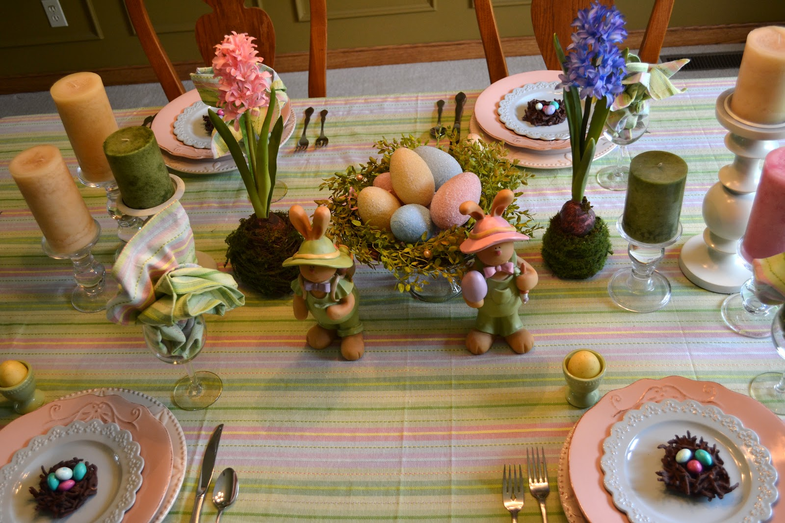 Corner of plaid and paisley easter table for Table originale
