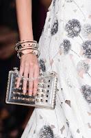 Прозрачно портмоне с верижка и мъниста на Valentino
