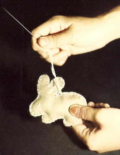 Pasang aplikasi lainya seperti hidung, ekor atau tali penggantung