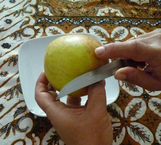 La importancia de viajar o como pelar una manzana en Indonesia