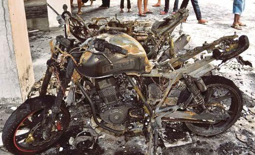 Bapa Pengsan Lihat Motor Baru Terbakar