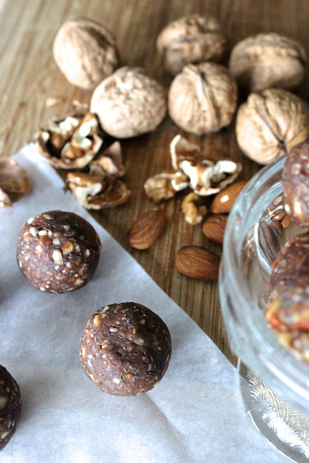 Raw Cacao Energy Date Balls- superfoods, no bake, so easy!