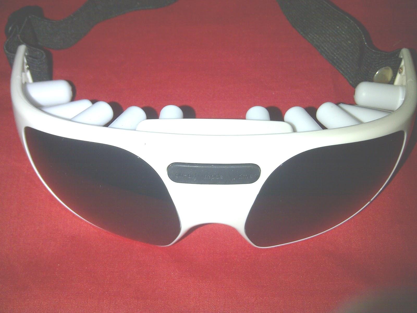 Alat terapi pemijat mata merk Roison ini menggunakan Battery AAA 3 pcs