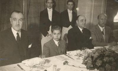 Arturito Pomar en el acto de homenaje que recibió de la FEDA por su triunfo en el Campeonato de España de Ajedrez 1946