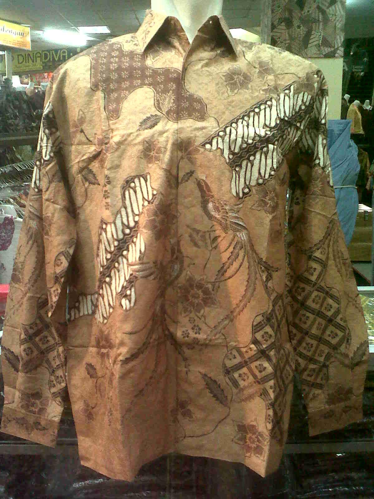 Kemeja Batik Tulis pekalongan dengan bahan sutera ATBM Baron.Satu